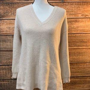 Aeo 🦅 Cream V Neck Sweater